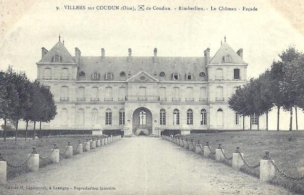 Façade du château de Rimberlieu, construit par le Comte Maximilien de Béthune en 1892