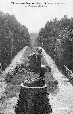 Allée du château de Rimberlieu construit par le Comte Maximilien de Béthune en 1892, avec la statue équestre de Jeanne d'Arc