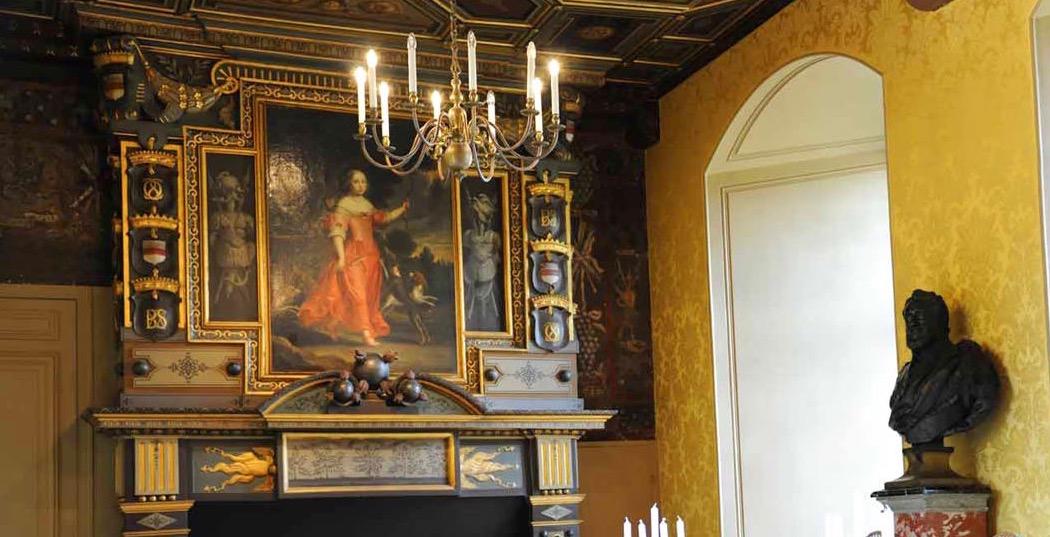 Cheminée Sully sur Loire armoiries Béthune des Plancques Hesdigneul